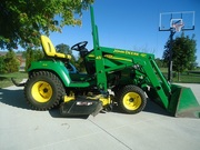 2004 John Deere X585 4X4 garden tractor w/ loader